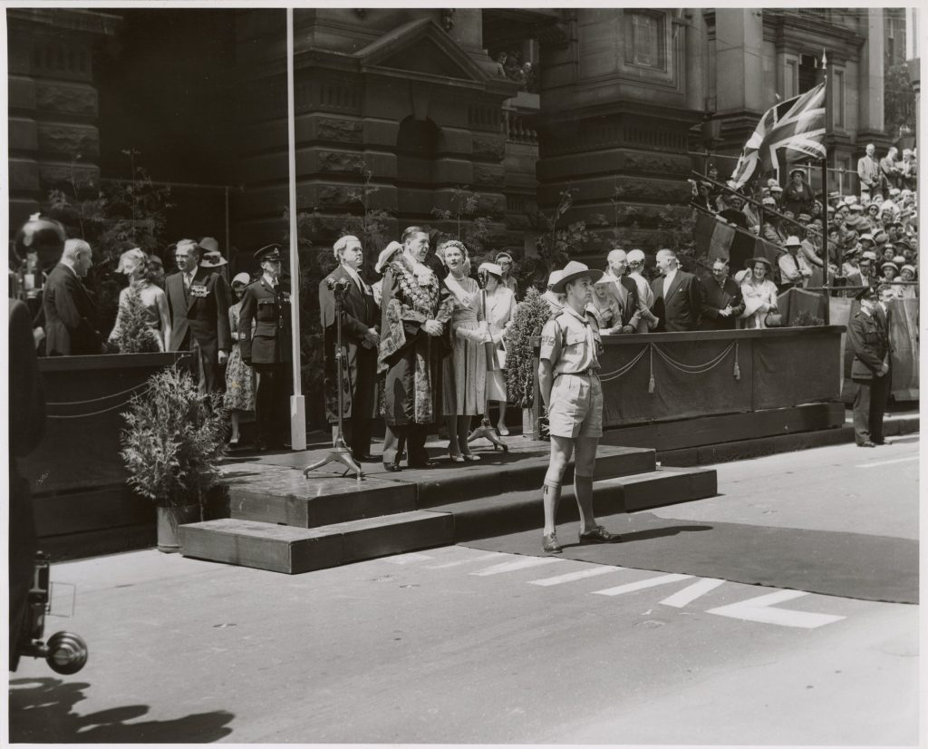 Image of Lord Mayor Sir Frederick William Thomas at the 1958 Moomba Parade
